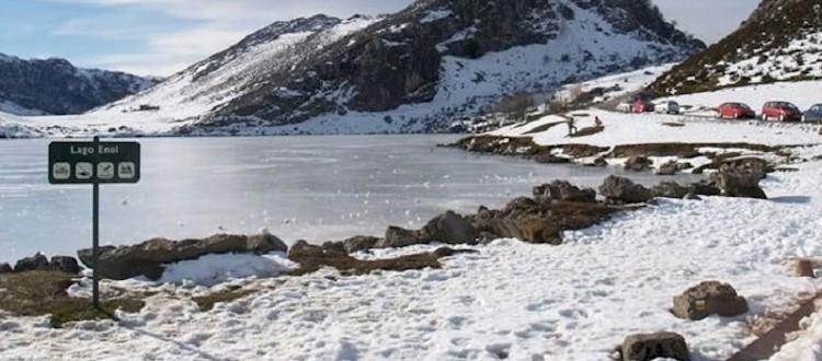 Lagos de Covadonga con nieve